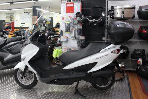 Suzuki Burgman 125 2014 equipada con GIVI